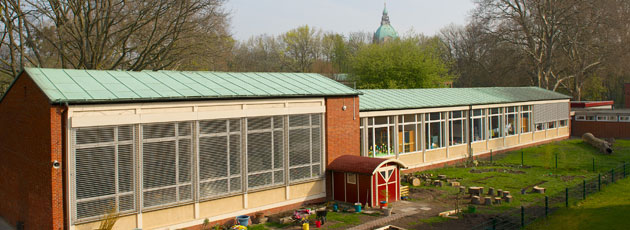 ISHR garden and Hannover Rathaus