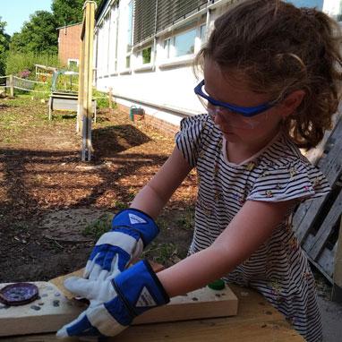 Kindergarten student in Outdoor Atelier